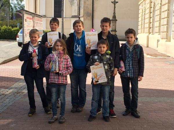 Zleva: Vojta Peluha, Kamil Tobolík, Beátka Březíková, Lukáš Létal, Matěj Harašta, Kuba Potrok a David Jiránek